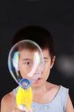 большое мыло пузыря мальчика Стоковая Фотография