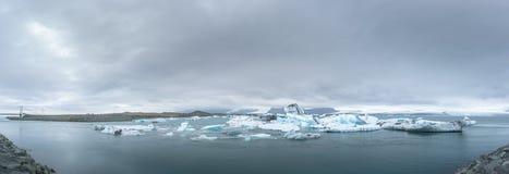 Большое панорамное изображение лагуны Jokulsarlon ледниковой стоковые изображения rf