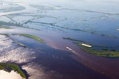 Большое река во время потока весны, взгляд сверху стоковое изображение