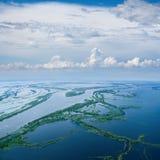 Большое река во время потока весны, взгляд сверху стоковая фотография rf