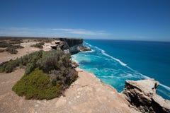 Большой австралийский Bight на краю равнины Nullarbor стоковая фотография rf