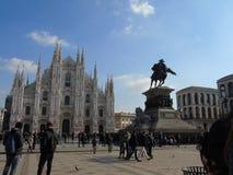 Большой взгляд к Duomo милана в зиме стоковые фото