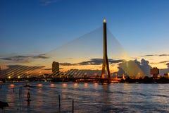 Большой висячий мост во времени захода солнца Стоковая Фотография