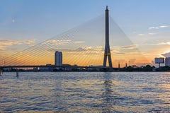 Большой висячий мост во времени захода солнца Стоковые Фотографии RF