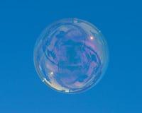 большой голубой пузырь над мылом неба Стоковое Фото