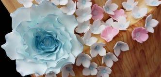 Большой голубой сахар поднял с гортензиями стоковое фото rf