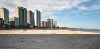 Большой горизонт длинное Lake Michigan города стоковые изображения