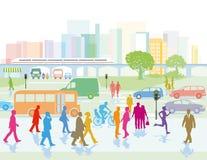 Большой город с людьми на улицах Стоковые Фотографии RF