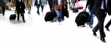 Большой гулять группы людей. Стоковое Фото