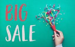 Большой дизайн шаблона знамени продажи с красочной лентой confetti Стоковое Изображение RF