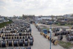 Большой запас катушек с проводами outdoors стоковые фото