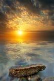 большой заход солнца камня моря Стоковая Фотография RF