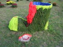 Большой зеленый fairy ботинок цветков и камень усмехаются иллюстрация конструкции карточки предпосылки фона флористическая Стоковые Изображения RF