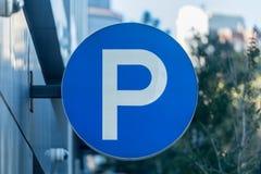 Большой знак автостоянки p Стоковые Фото