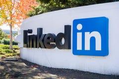 Большой знак LinkedIn на офисах Sunnyvale Стоковое Фото