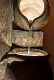 Большой каменный лить фонтана воды Стоковые Изображения