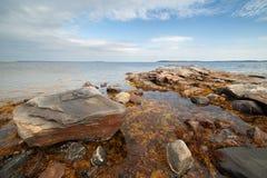 большой камень seacoast outflow ландшафта стоковые фотографии rf