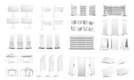 Большой комплект пустых выдвиженческих средств массовой информации Афиши, визитные карточки, шатры, стойки, белые пустые витрины  иллюстрация штока