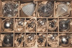 Большой комплект роскошных серебряных стеклянных безделушек Стоковые Изображения RF
