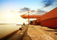 Большой контейнерный терминал стоковая фотография