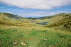 Большой кратер с лагунами - островами Азорских островов стоковое фото rf