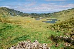 Большой кратер с лагунами - островами Азорских островов стоковые фотографии rf