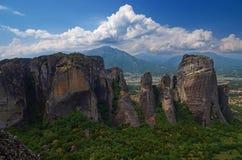 Большой монастырь Varlaam на высоком утесе в Meteora, Thessaly, Греции стоковая фотография