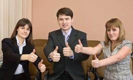 большой пец руки команды выставки бизнесменов вверх Стоковые Фото