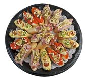 Большой поднос с разнообразие сэндвичами стоковые изображения rf