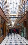 Большой проход пропила одна из самых больших покрытых аркад в Париже стоковые фотографии rf