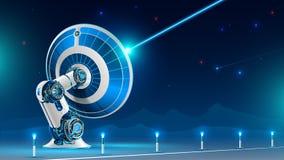 Большой радиосигнал передачи спутниковой антенна-тарелки в ночное небо в горах Технология глобального спутникового телевиденья a Стоковое Изображение