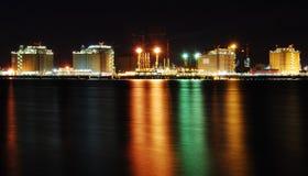 большой рафинадный завод ночи фабрики Стоковые Изображения