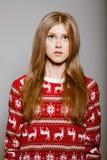 большой свитер глаз к женщине шкафута стоковые фото