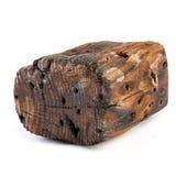 Большой старый темный куб отрезан вне от старой древесины Изолировано на белизне Стоковое Изображение RF