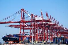 Большой стержень контейнера в Qingdao, Китае стоковая фотография rf