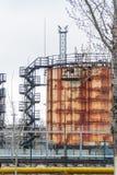 Большой танк для хранения нефтяных продуктов и топлива Стоковое Изображение