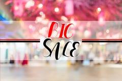 Большой текст продажи на торговом центре интерьера нерезкости Стоковые Фотографии RF