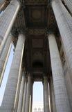 Большой штендер в стародедовском здании стоковые фото