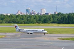"Бомбардье CRJ-200LR ""Александр Clubov ""RA-67239 авиакомпании Severstal стоковое изображение"