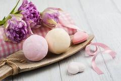 Бомбы ванны ванили и клубники Стоковая Фотография