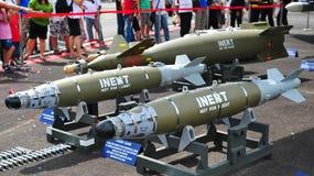 бомбы нападения направляют инертные военных запасы лазера соединения стоковая фотография rf