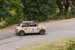 Бондарь Mk III участвуя в гонке автомобиля миниый Стоковые Изображения