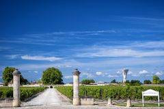БОРДО â€ MARGAUX «: Замок Rauzan-Segla с виноградниками Aquitania, Франция стоковое фото