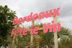 Бордо, Аквитания/Франция - 06 11 2018: ФЕСТИВАЛЬ ВИНА БОРДО середин каждые леты в винограднике в июне Стоковая Фотография