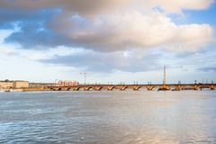 Бордо, каменный мост на реке Гаронна, Франции стоковое фото