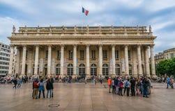 Бордо, Франция, 8 может 2018 - турист и locals идя на стоковое изображение