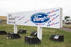 Бордо Blanquefort, Аквитания Франция - 06 14 2018: работники на заводе США изготовленном автомобилем Форда Blanquefort демонстрир Стоковое Фото