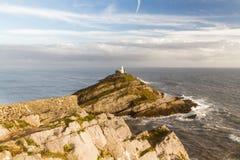 Бормотания и маяк от clifftop, широкоформатного стоковая фотография
