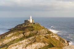 Бормотания и маяк от clifftop стоковое изображение rf