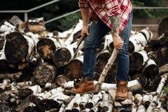 Бородатые firewoods choise человека mohawk для камина стоковая фотография rf